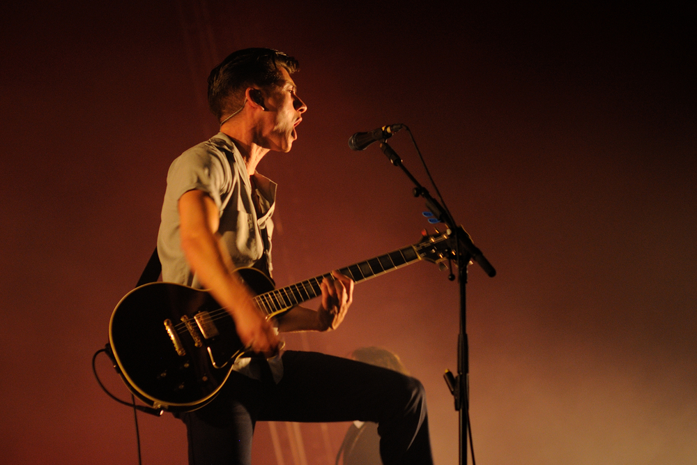 Arctic Monkeys Blast A Cover Of The White Stripes In Detroit!