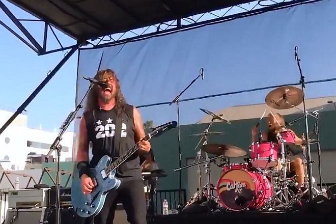 Watch Foo Fighters' Free Pop-Up Show for Superfans!