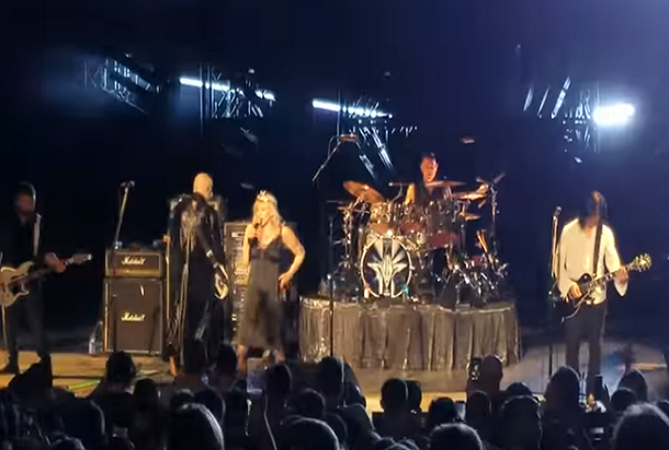 Smashing Pumpkins Performed Hole Songs With Courtney Love At Anniversary Show!
