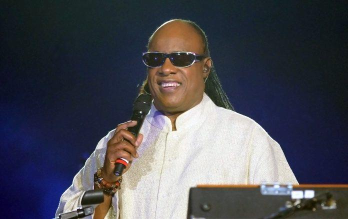 Stevie-Wonder-Performs-New-Songs-First-In-15-Years