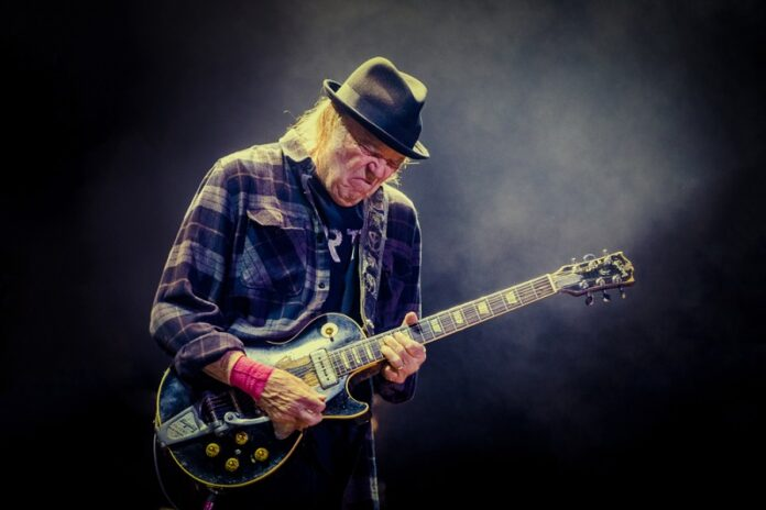 Neil-Young-Performance