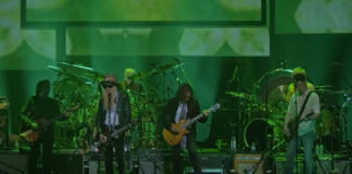 WATCH: Mick Fleetwood, Kirk Hammett And Billy Gibbons Perform The Green Manalishi