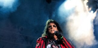 Alice-Cooper-Comments-On-Shock-Rock-Routine